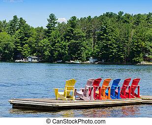 coloridos, cadeiras, ligado, um, madeira, doca
