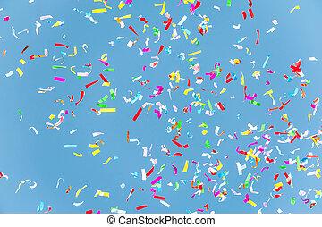 coloridos, confetti, em, a, céu azul