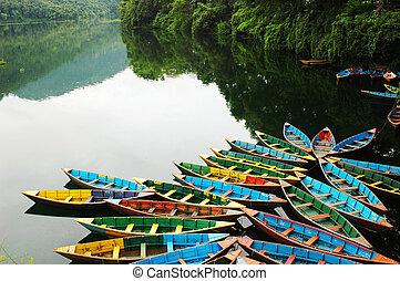coloridos, excursão, barcos, em, lakeside