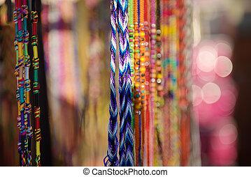 coloridos, trançado, pulseiras