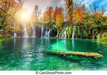 colorito, aututmn, paesaggio, con, cascate, in, plitvice, parco nazionale, croazia