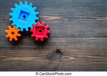 colorito, ingranaggi, per, ideale, lavoro squadra, tecnologia, tavola legno, fondo, vista superiore, manichino