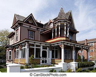 Casa stile vecchio vittoriano grigio stile vecchio for Costruire una casa in stile vittoriano
