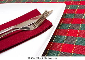 coltello forchetta, bianco, piastra, con, verde, e, tovaglia rossa
