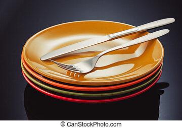 coltello, forchetta, e, piastra, a, sfondo nero