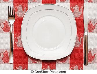 coltello, piastra bianca, e, forchetta, su, tovaglia rossa