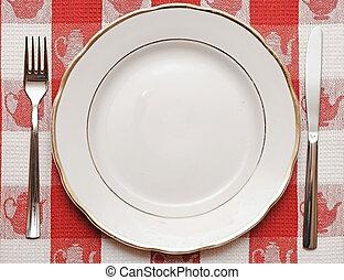 coltello, piastra, e, forchetta, su, tovaglia rossa