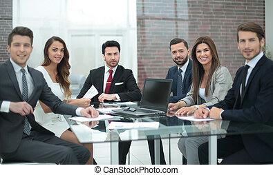 comércio pessoas, sentando, escritório, tabela, grupo