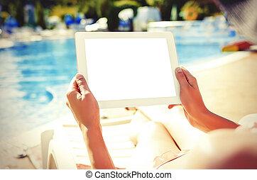 com, tabuleta, sentando, em, piscina