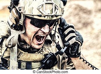 comando, soldado, el comunicarse, batalla, durante