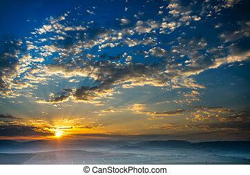 começo matutino, a, sol, levanta-se, a, nevoeiro