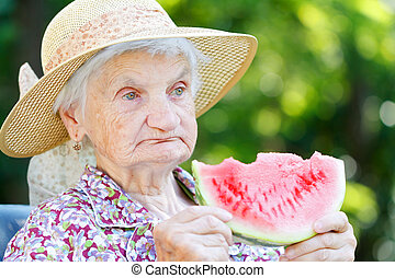 comendo melancia