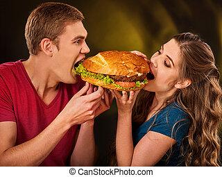 comer mulher, par, rapidamente, alimento., deleite, hamburger, homem