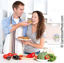 comer, pizza., par, cozinhar, junto, feliz