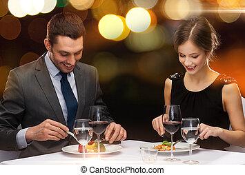 comer, restaurante, par, curso, sorrindo, principal