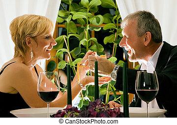comer, romanticos, restaurante, par, jantar caprichoso, maduras