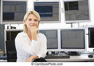 comerciante, computadora, frente, retrato, monitores, acción