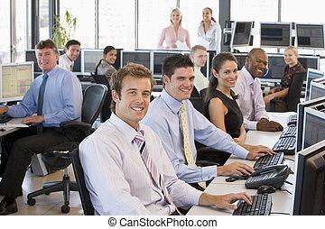 comerciantes, ocupado, estoque, escritório, vista