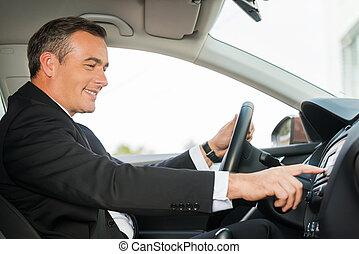comfort., geleider, auto, aanzicht, formalwear, vrolijk, aandoenlijk, vinger, mondige man, bovenkant, dashboard