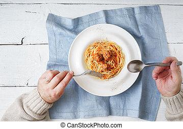 comida, espaguetis, con, albóndiga, punta la vista