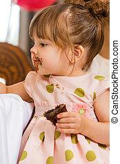 comida, glaseado, ella, cara, pastel, niña