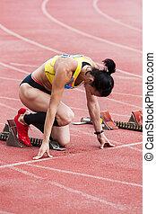 comienzo, niña, atleta, preparando