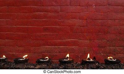 commémoratif, brûlé, mur, contre, wall., clair, lampes, fond, temple., brique, rouges, rang