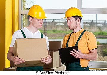 commerçants, pendant, travail, à, entrepôt