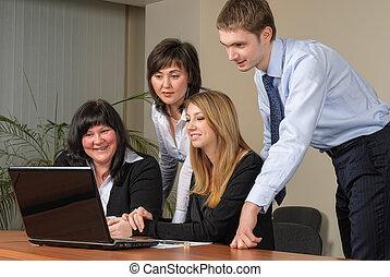 commerciële vergadering, met, draagbare computer, in, kantoor
