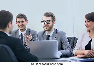 communicates, клиент, менеджер, офис