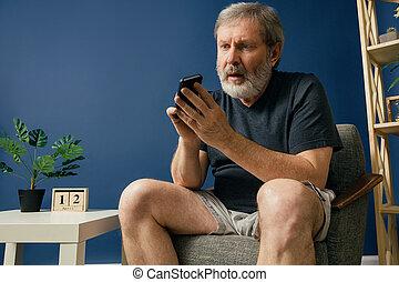 Old bearded man with alzheimer desease - Communication...