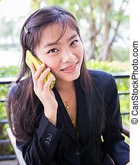 communiquer, jeune, téléphone, asiatique, utilisation, femmes affaires