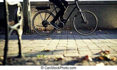 commuter, elektryczny, city., rower, praca, motion., powolny, podróżowanie, biznesmen