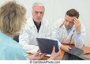 comparer, notes, ouvriers, monde médical