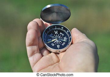 compas, dans, les, paume, de, ton, main.