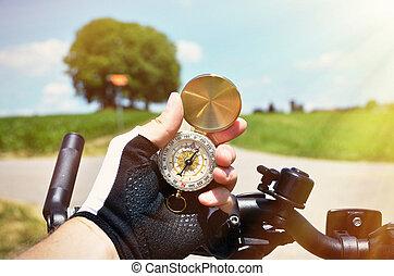 compas, main