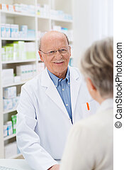 compatissant, amical, mâle, pharmacien