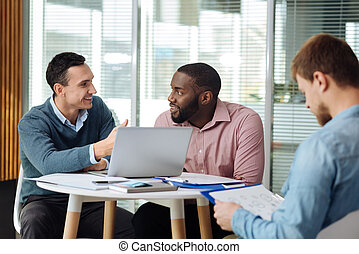 Competent man giving some pieces of advice - Work in group....