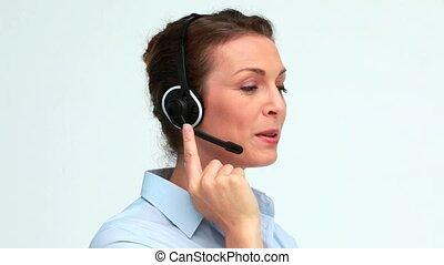 complet, casque à écouteurs, parler, femme