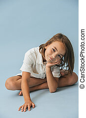 complet, haut, épais, regarder, séance, petite fille, joli, blanc, plancher, romper