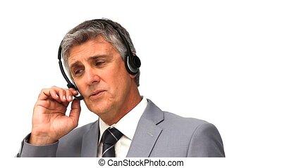 complet, sur, casque à écouteurs, gris, homme affaires, parler