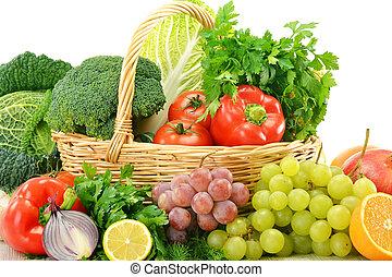 composição, com, legumes, e, frutas, em, cesta feito vime, isolado, branco