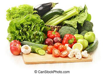 composição, com, verduras cruas, isolado, branco