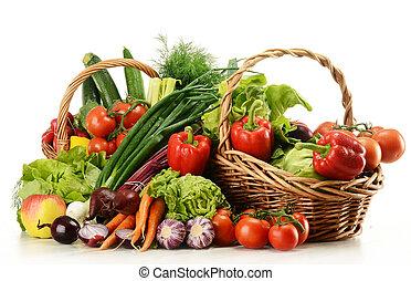 composición, con, verduras crudas, y, cesta de mimbre