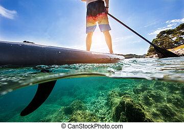 composición, mitad, debajo, sobre, agua, paddleboard, hombre...