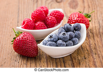 composition, de, frais, myrtilles, framboises, et, fraises