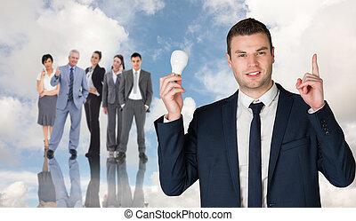 composito, lampadina, presa a terra, uomo affari, immagine, indicare