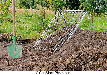compost pile sieve 03