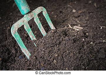 composted, tourner, fourchette, jardin, sol