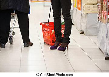 compradores, piernas, en, supermercado